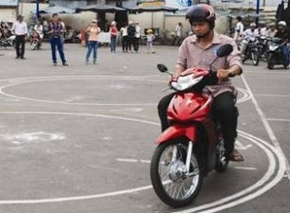 Thi xe máy Hà Nam